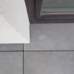 gap space between porcelain tiles on pedestals