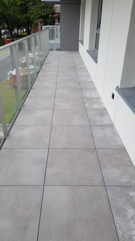 płyty ceramiczne 60x60 napłycie balkonowej