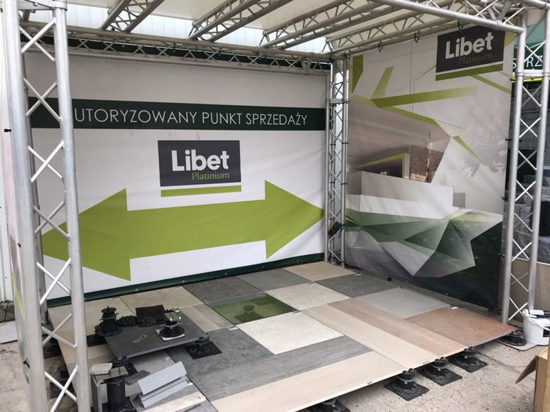 booth with libet brackets