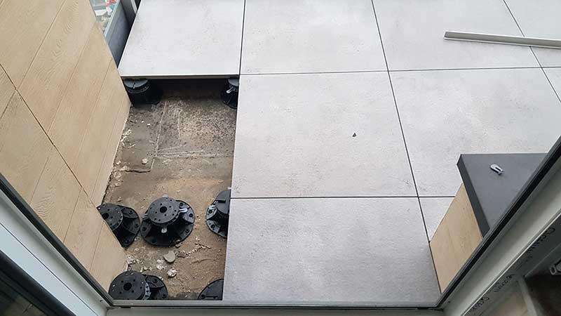 taras wentylowany montaż wnarożniku balkonu