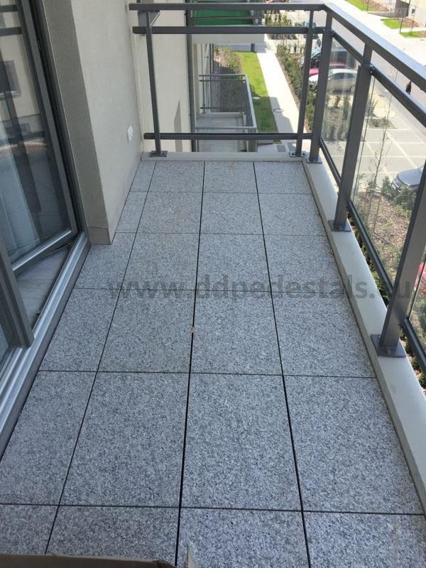 regulowane podpory tarasowe podpłytami kamiennymi nabalkonie