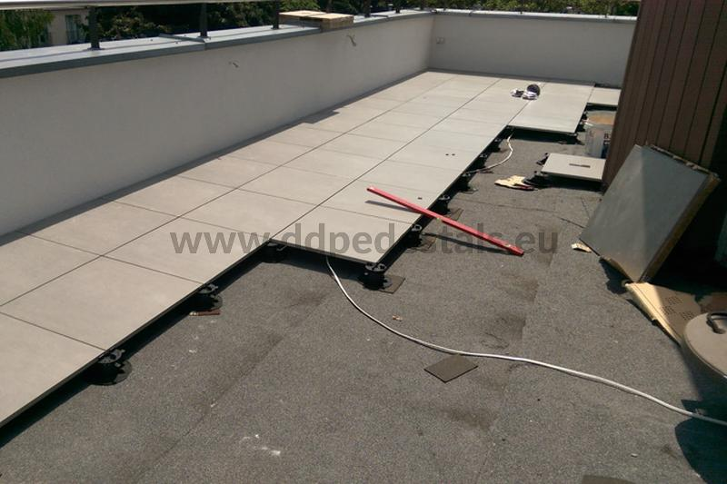 raised terrace ventilated on adjustable pedestals as a repair of a glued terrace with falling off tiles
