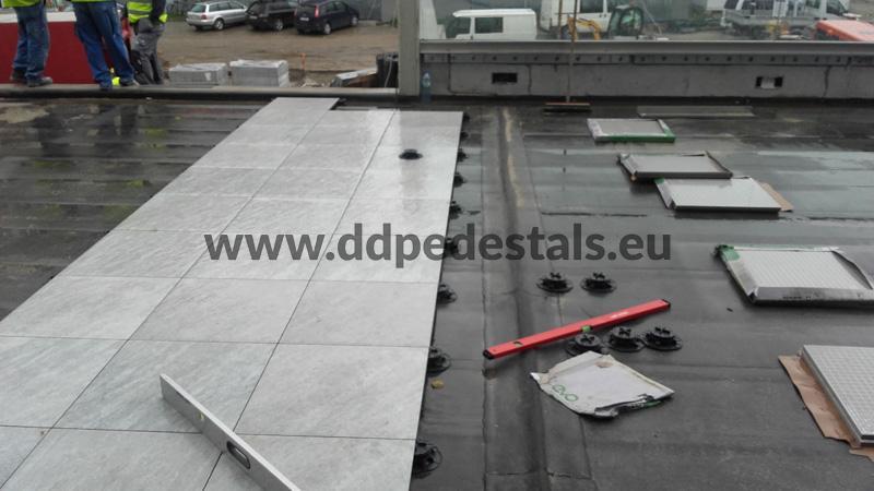 Doppelboden Terrassen belüftet auf Stelzlager öffentliche PlätzeDoppelboden Terrassen-auf Stelzlager-Platze-offentliche Raume.
