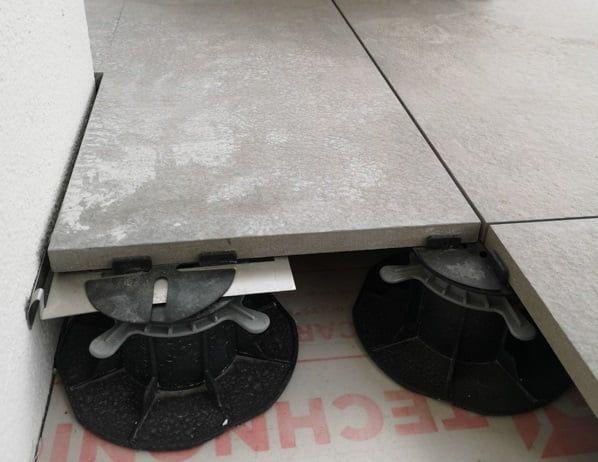 płyta ceramiczna naregulowanym wsporniku