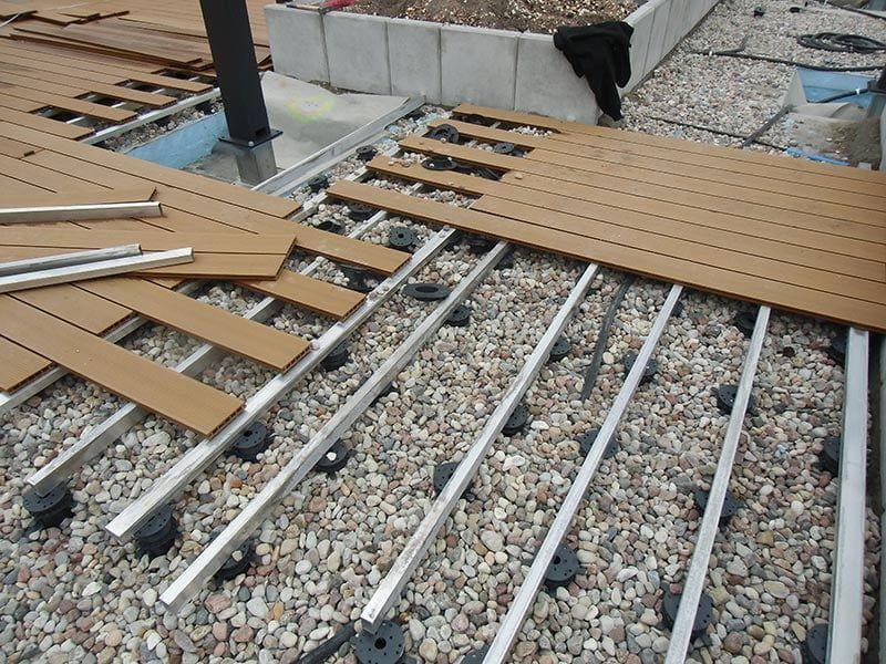 taras kompozytowy naregulowanych wspornikach ilegarze aluminiowym