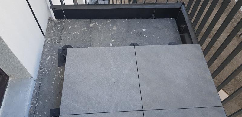ceramic tiles 2 cm on terrace adjustable pedestals