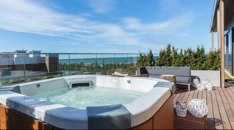 Jacuzzi on the terrace with durable terrace adjustable pedestals
