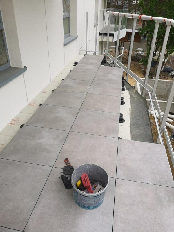 ventilated terrace from ceramic tiles with slant