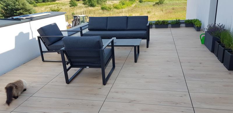 outdoor raised terrace on adjustable pedestals