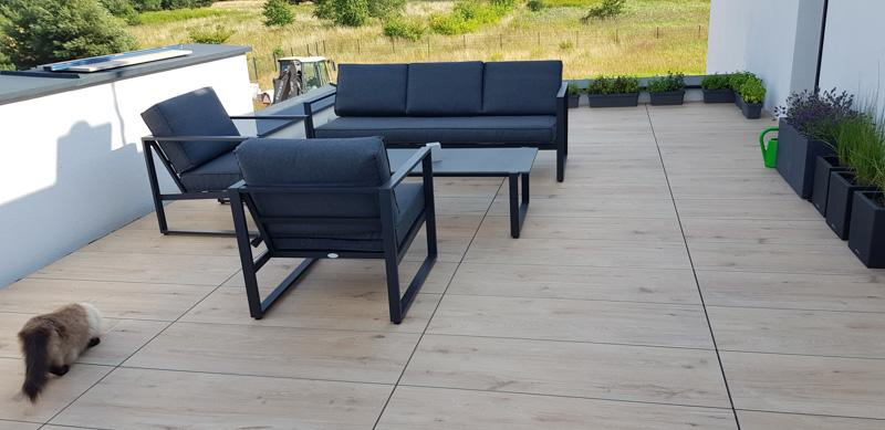 ventilated terrace made of ceramic tiles 30x120