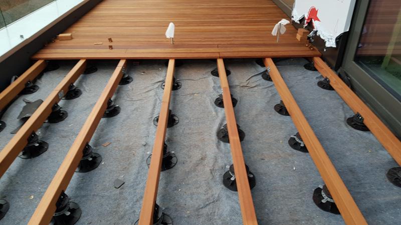 ventilated terrace on adjustable plastic pedestals