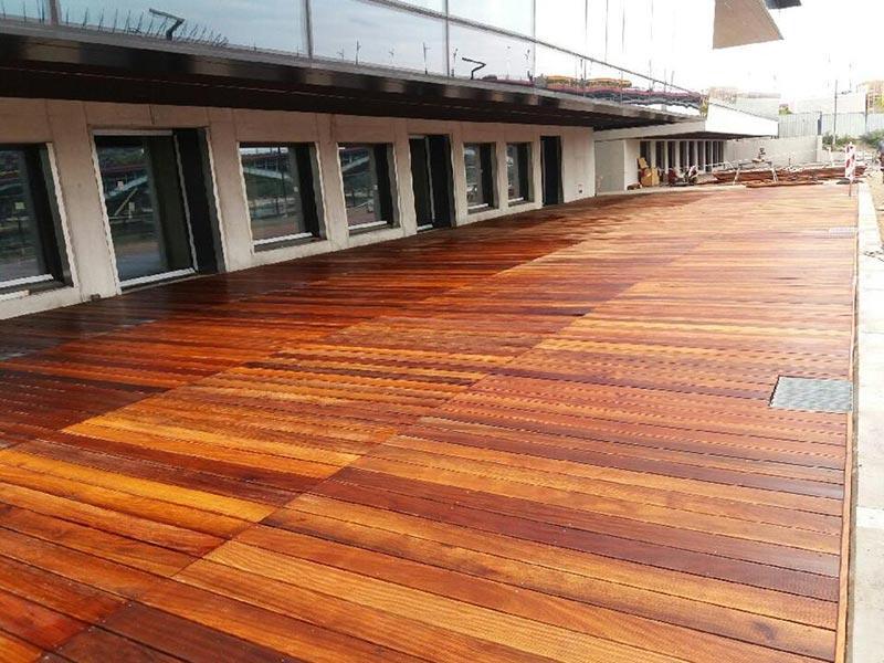 ventilated raised terrace on adjustable pedestals