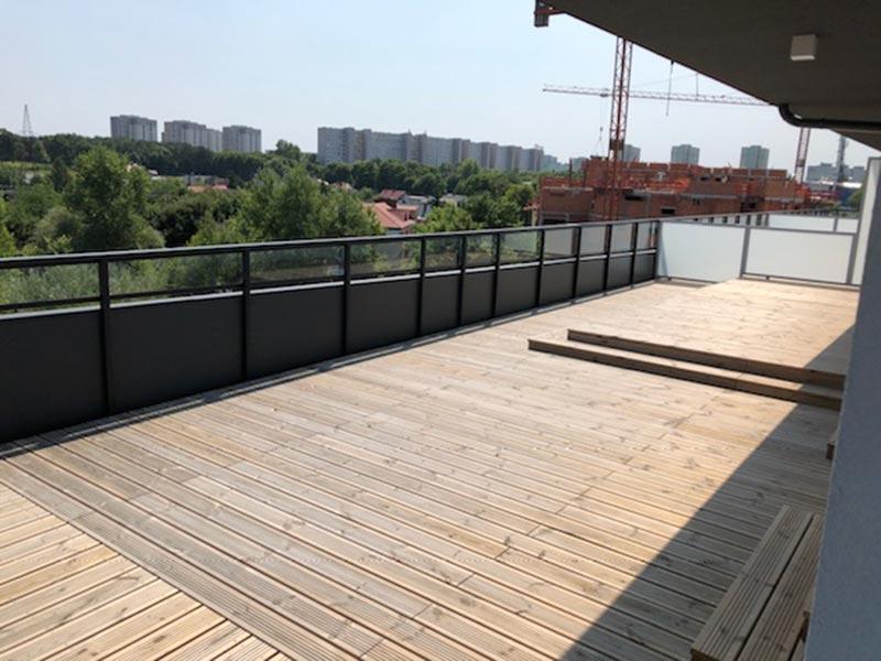 Doppelboden Terrassen-beluftete Terrassen-auf Stelzlager- Fruhling.