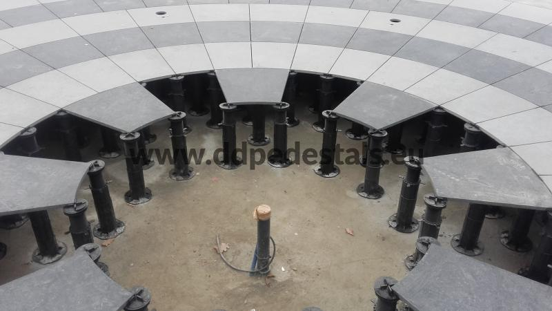 terraces - raised - ventilated - on supports - fountains