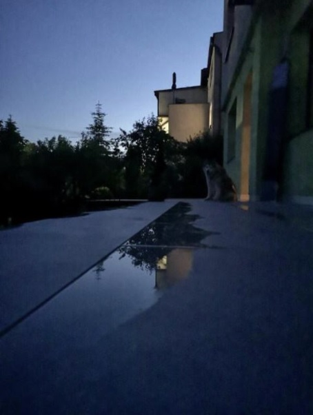 there is water on the terrace with 2 cm ceramic tiles