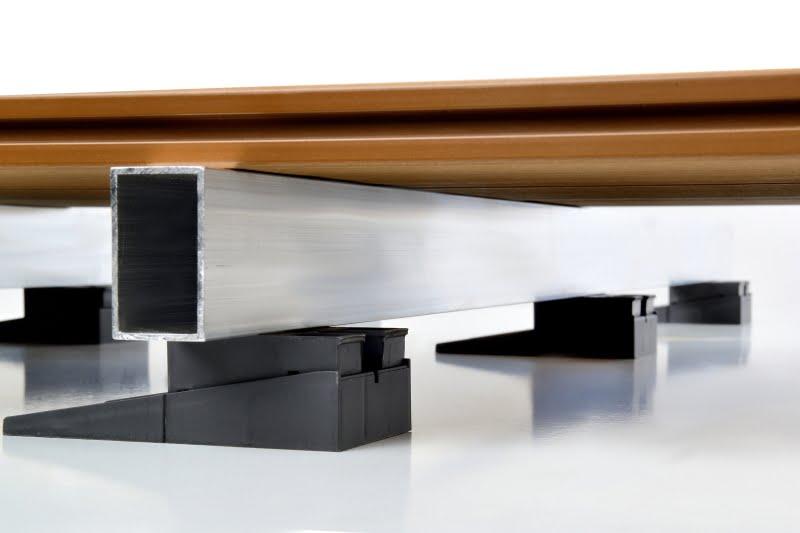 wsporniki regulowane RAPTOR S z legarem aluminiowym i deską tarasową kompozytową