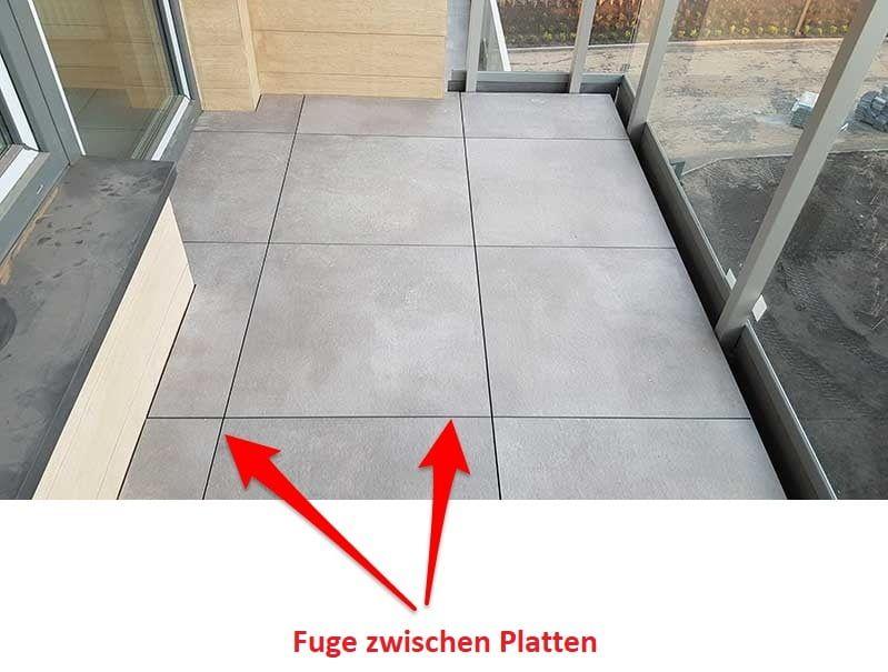 Doppelboden Terrassen auf Stelzlagern-Fuge-zwischen-den Terrassenplatten.