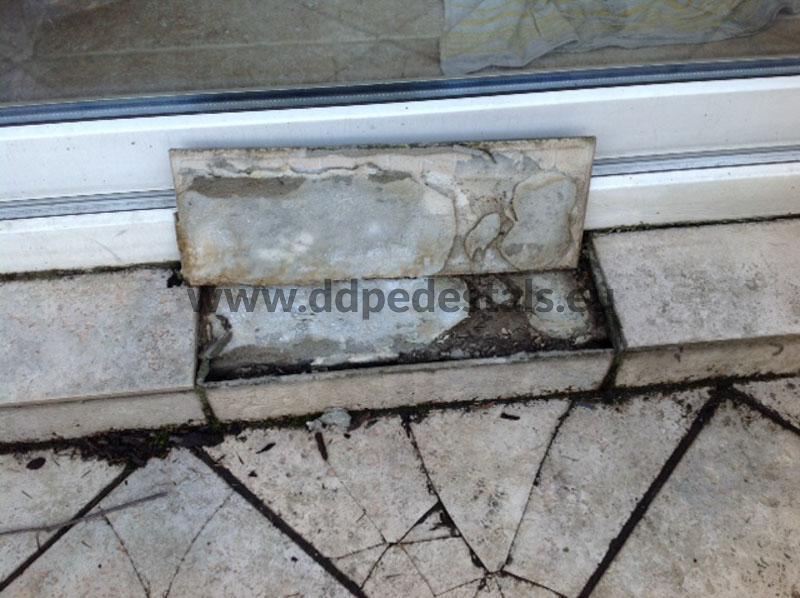 Reparatur-Terrasse-Fallen-Platten-Meißeln