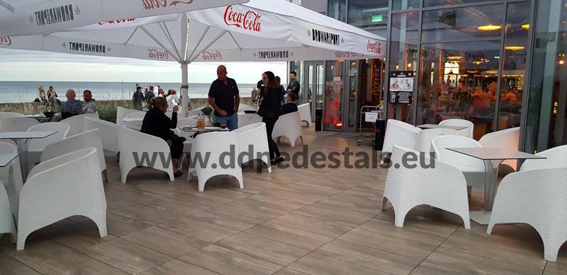 raised ventilated terrace on adjustable pedestals - public spaces