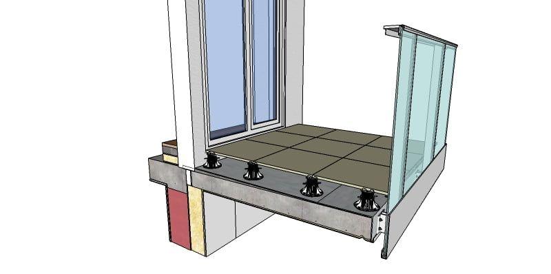 Przykład podniesionego tarasu wentylowanego z płytami tarasowymi. Płyty tarasowe są w poziomie i na odpowiedniej wysokości w stosunku do posadzki wewnątrz. Pod spodem jest podłoże które jest w spadku dla odprowadzenia wody. W tym przypadku jest to papa termozgrzewalna.