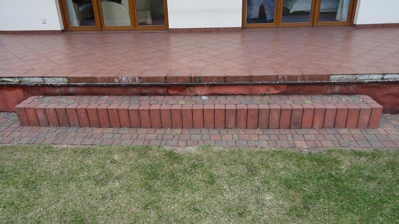Les carreaux de grès sur la terrasse qui se fissurent et décollent
