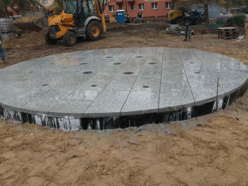 regulowane wsporniki tarasowe podposadzką fontanny
