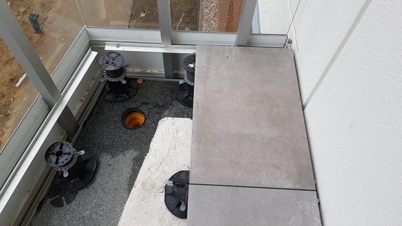 listwa montowana do słupków balustrady na której opierane są płyty
