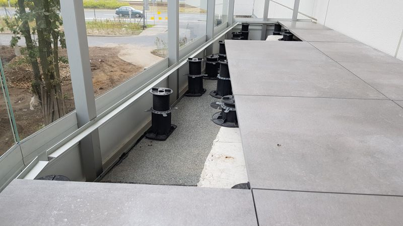a bar for supporting the tiles on the balustrade