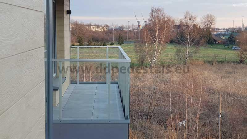 Terrasse surélevée sur le balcon