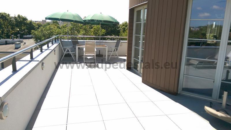 Terrasse surélevée sur le toit