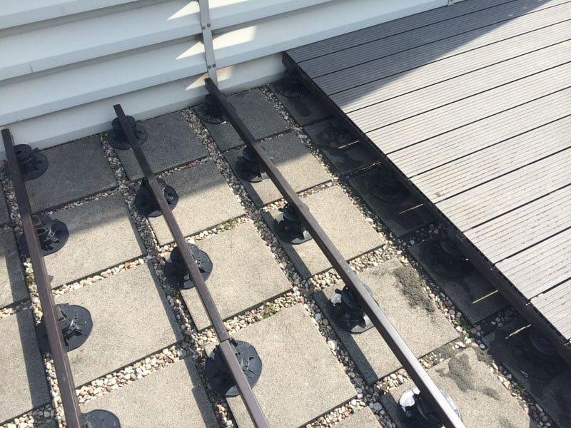 Verbundbalken für die Terrassenunterkonstruktion aus Verbundplatten auf verstellbaren Stelzlager