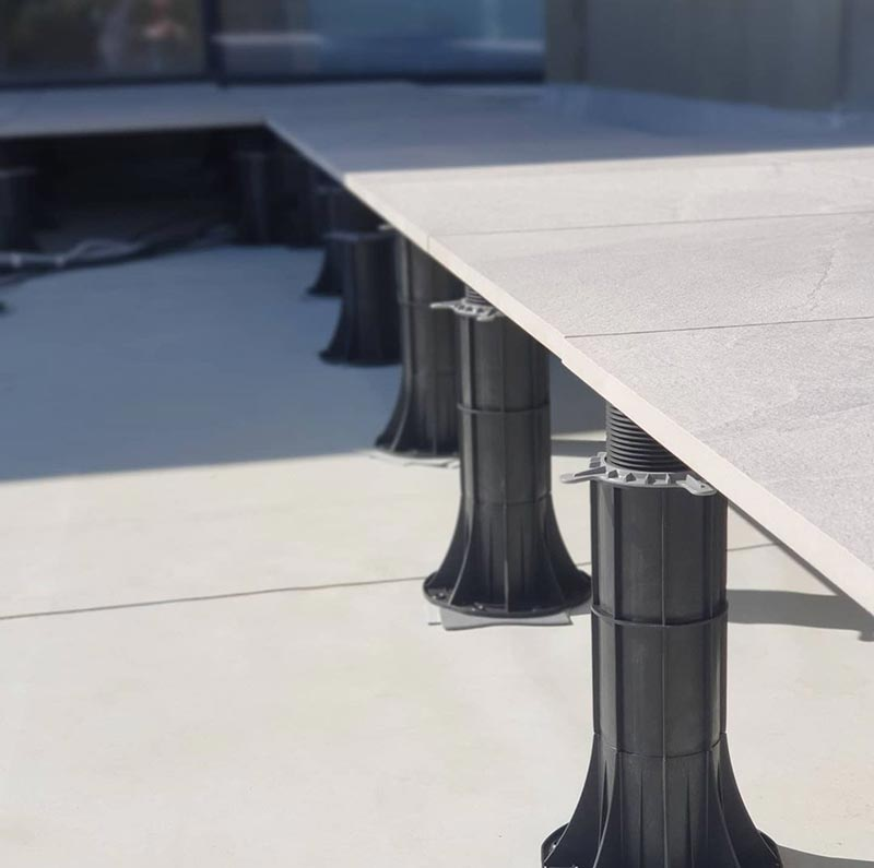 how many adjustable pedestals per m2 of a ventilated terrace made of tiles