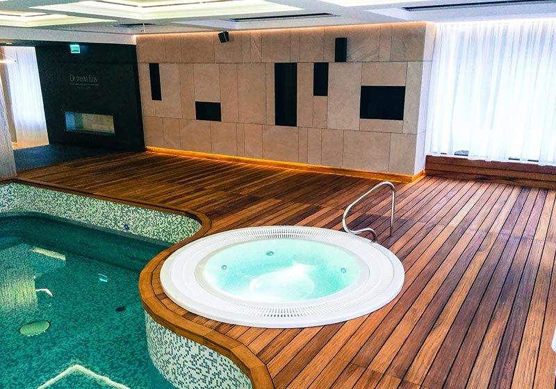 Holzboden im hoteleigenen Wellnessbereich