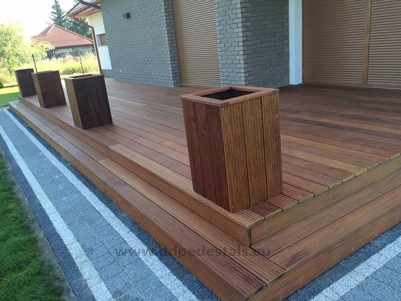 drewniany taras wentylowany schody doogrodu