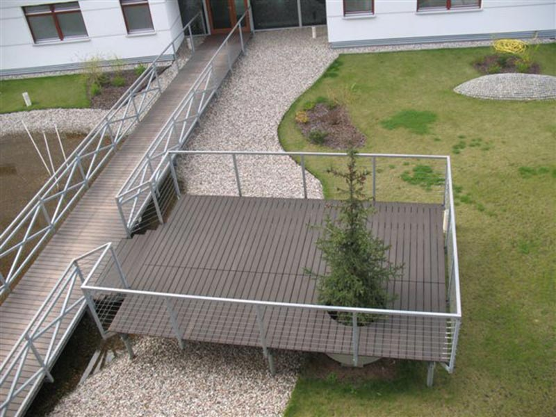 Steg, Terrasse aus Brettern