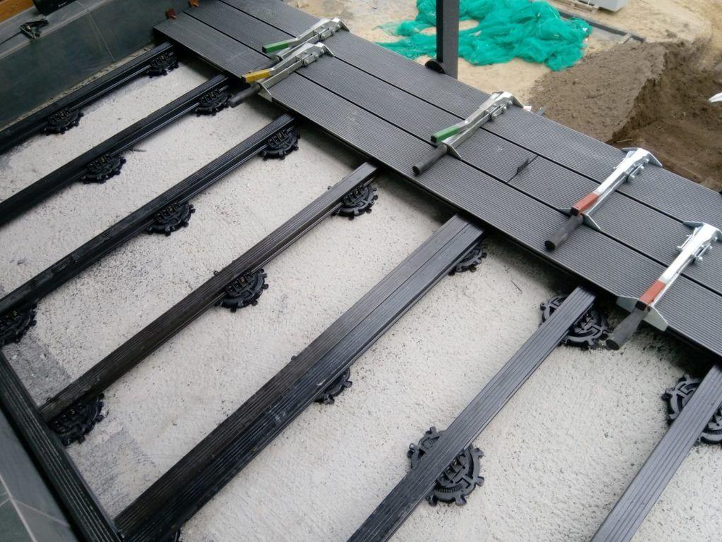 balkon zdesek kompozytowych naspiralnych wspornikach